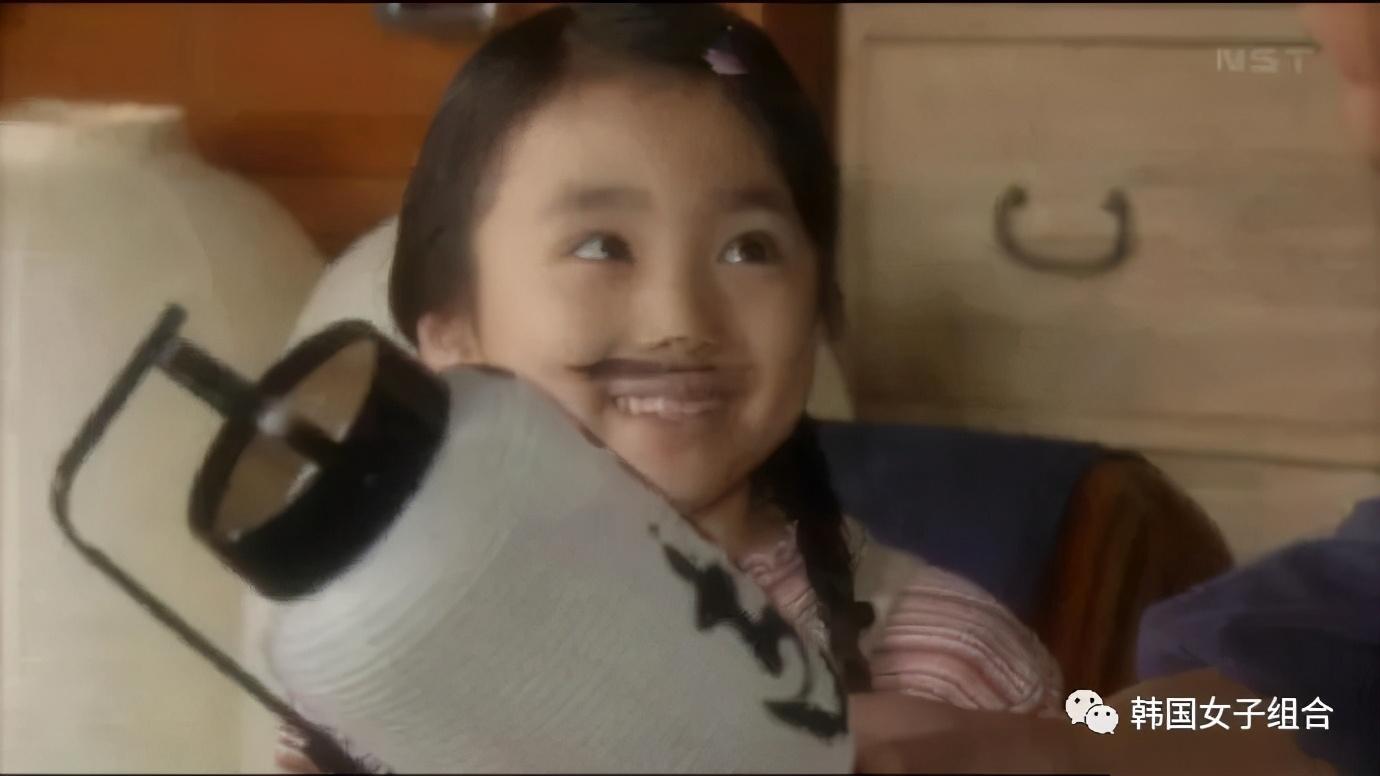 女团爱豆出道初的旧照,原来是童星出身,真是太可爱啦