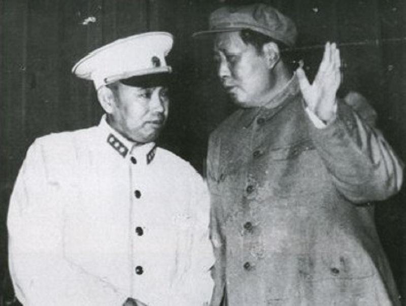 """许世友""""拳打""""毛主席差点被枪毙,却被批准持枪见主席,许世友下跪痛哭:我错了"""