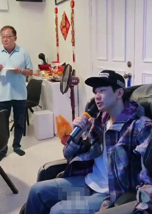 林俊傑陪媽媽回娘家,唱歌沒人搭理,網友吐槽:這就是單身的結果