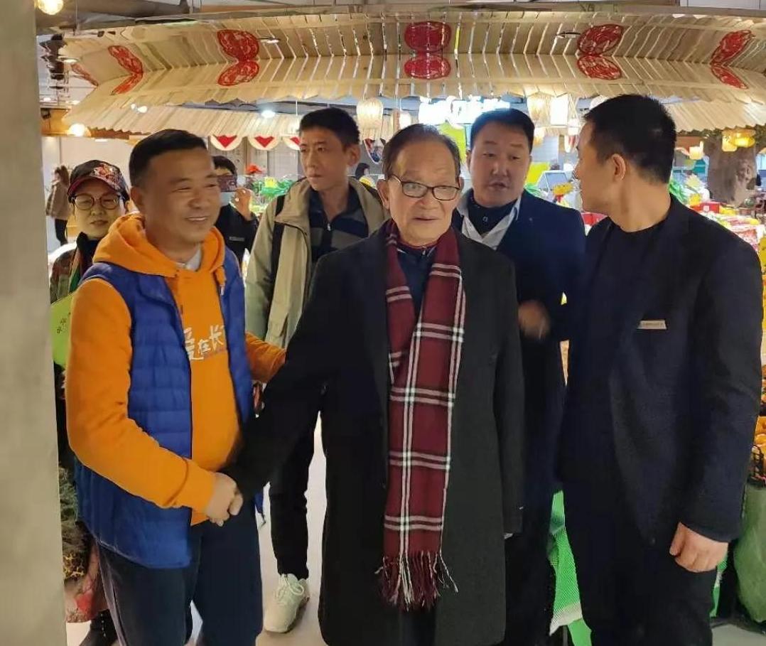 中国传媒书画院李保瑞院长,副院长康平平一行莅临长百新市