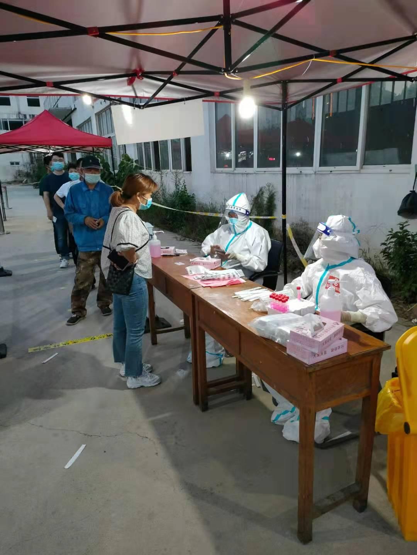 志愿者助力疫情防控 翟山社区表示感谢