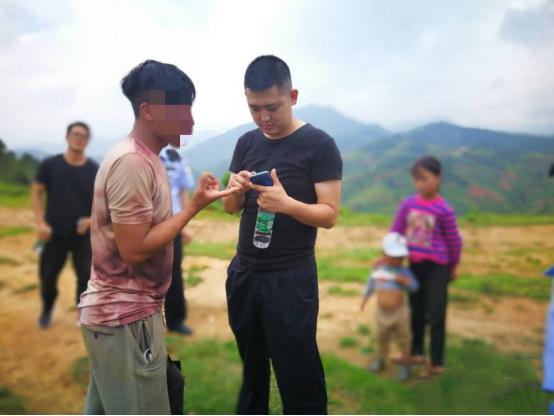 四川初三男生为泄私愤,篡改上百名同学志愿,被抓时正在山上放牛