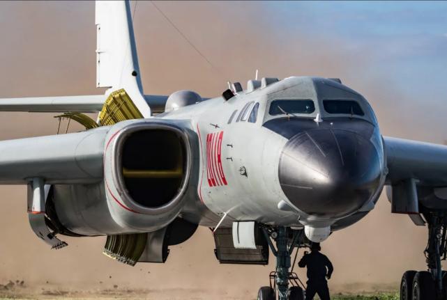 外媒:中国将轰-6部署在所谓拉达克地区附近,威胁印军基地 原创 环球时报新媒体 2020-09-18 11:34:35 据外媒9月15日报道,中国将轰-6轰炸机部署在所谓拉达克地区的附近。消息人士称,