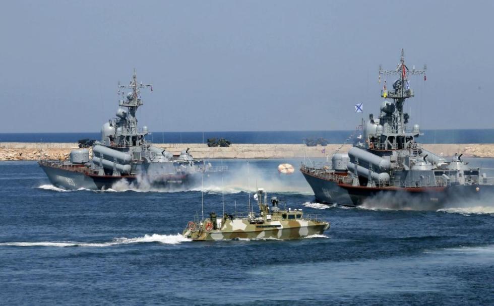 """军演结束回不去了!俄罗斯封锁刻赤海峡,乌克兰军舰被""""扣""""黑海"""