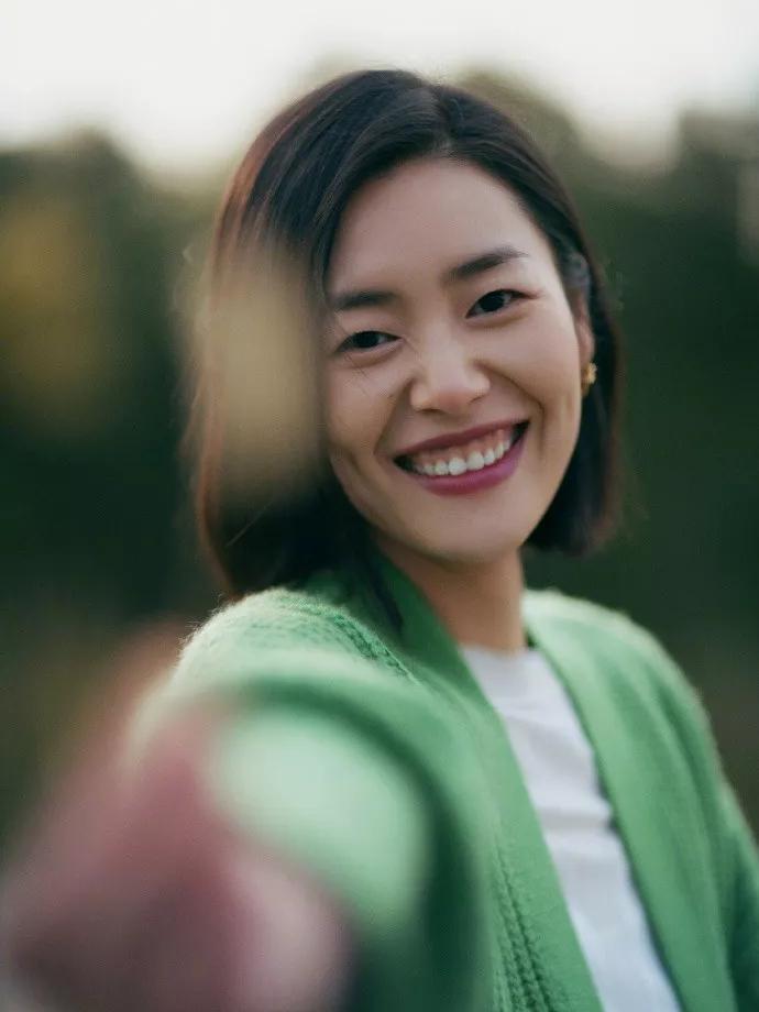 翻看刘雯的1000张照片,总结出的9个姿势,怎么拍都很美