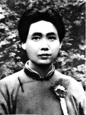 解放后,一位农民走进乡公所讨水,指着毛主席画像说:那是我的兵