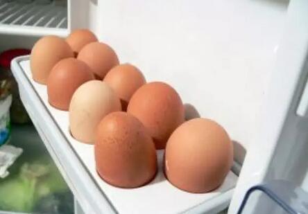 买回来的鸡蛋,最好都清洗一遍再放冰箱,否则容易引起中毒?