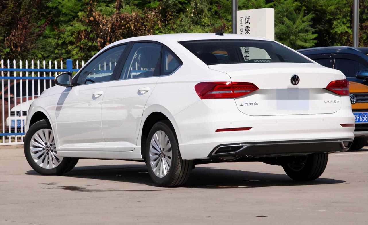 便宜又省油,空间也大,靠性价比拿下销冠的轿车,带你看大众朗逸