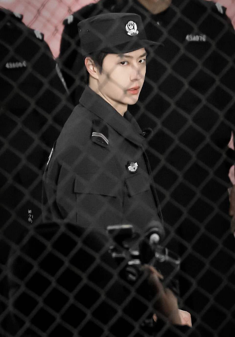 王一博法警训练太飒了
