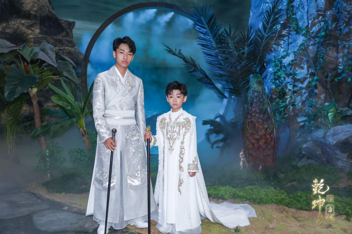 SS22中国国际时装周 盖娅传说・熊英「乾坤・方仪」齐浚廷参秀