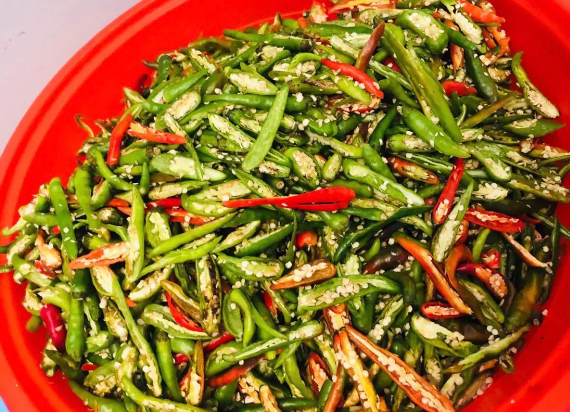超简单的腌辣椒,解决您的无辣不欢,超辣版 美食做法 第2张