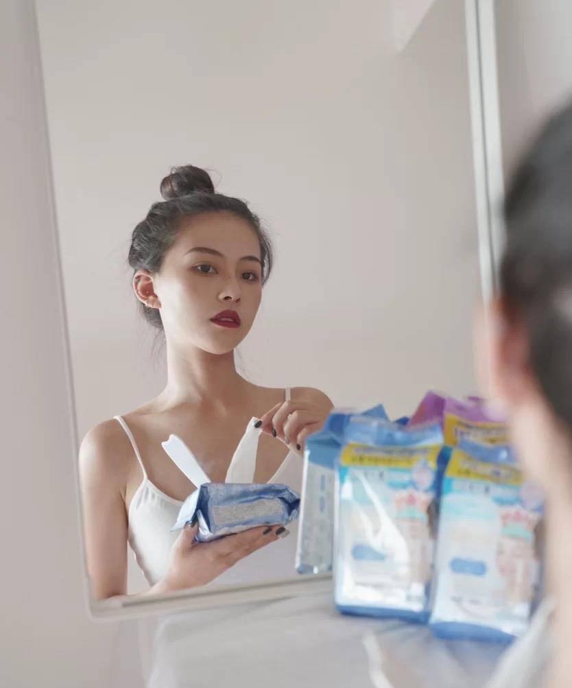 """卸妆要认真对待,卸妆湿巾是""""懒人神器"""",但不如卸妆膏卸得干净"""