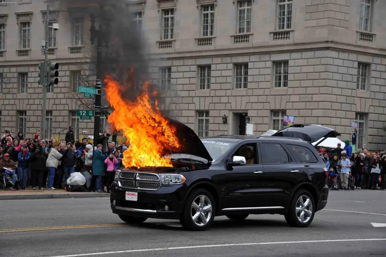 """""""谣言""""大揭秘:新能源车自燃率高?实际起火概率远低于燃油车!"""