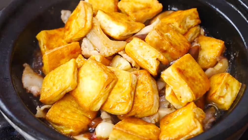 香菇燉豆腐越燉越好吃,做法簡單,出鍋香氣四溢,湯汁配米飯也香