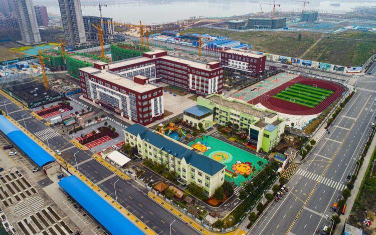 五所学校做邻居 驻马店媒体聚焦富地公园学府