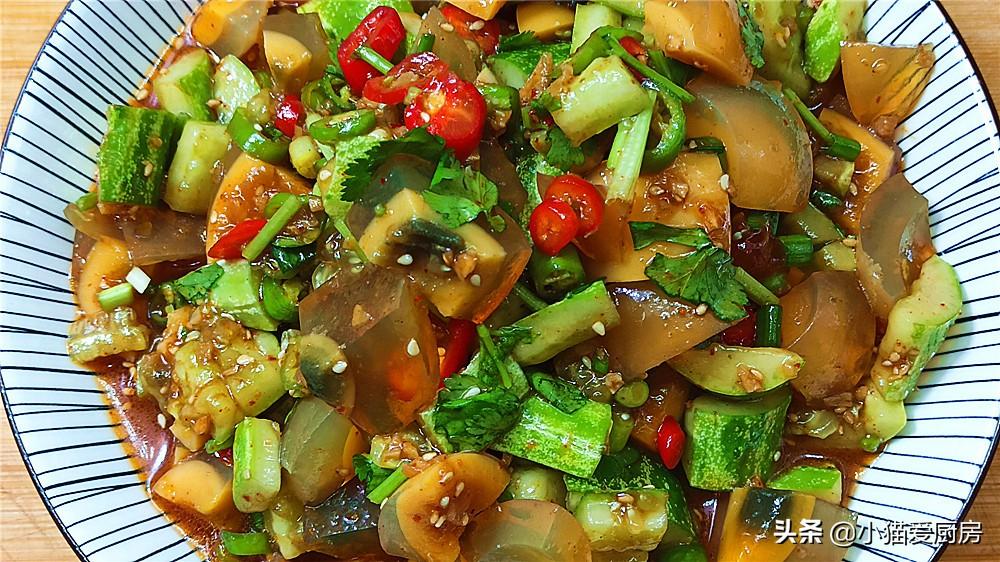 【皮蛋拌黄瓜】做法步骤图 鲜香酸辣 特别好吃