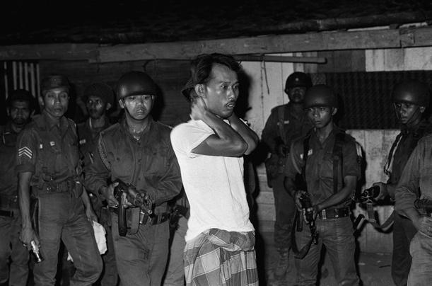 印尼侮辱华人妇女图片 九八印尼华人惨案图片