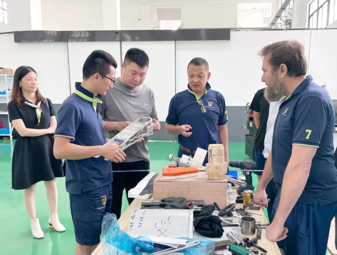 胡兴荣董事长考察温州多弗飞行汽车制造有限公司