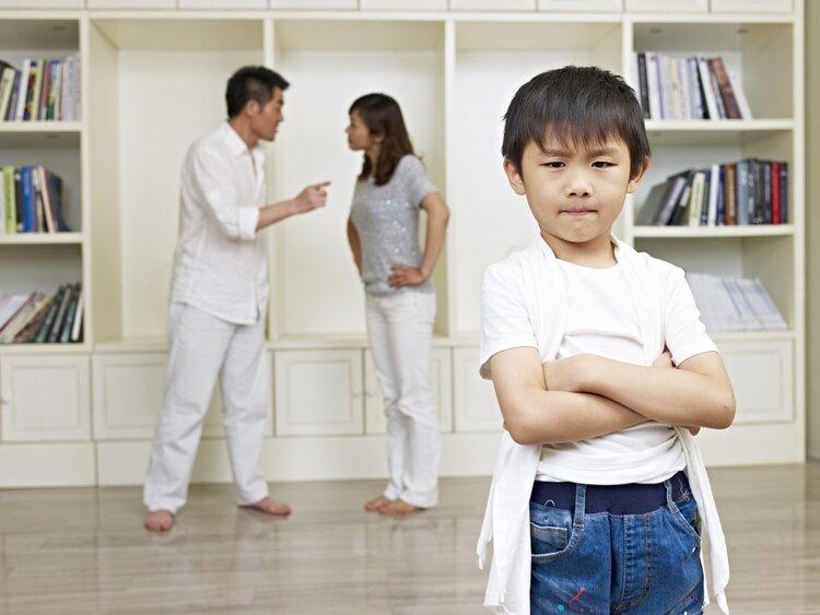 心理学家:如果你很自卑,可能童年有过4种经历,不是你的错