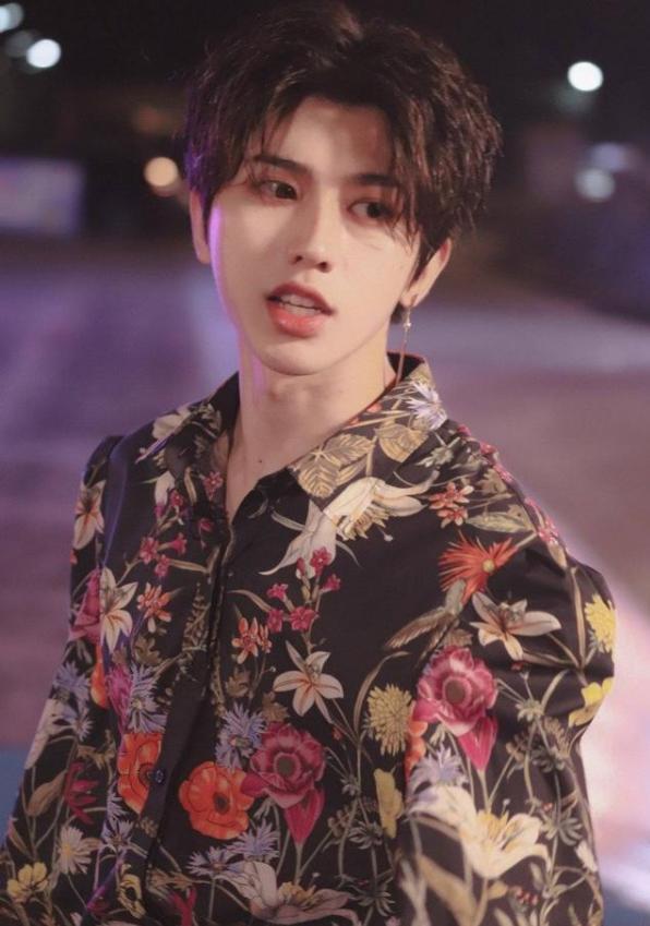 蔡徐坤真大胆,穿一万六的睡衣走红毯,不愧是大牌时尚的代言人