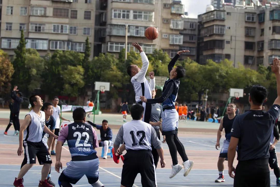 """农大附中男篮荣获盘龙区第二十七届""""钟声杯""""教职工篮球赛季军"""