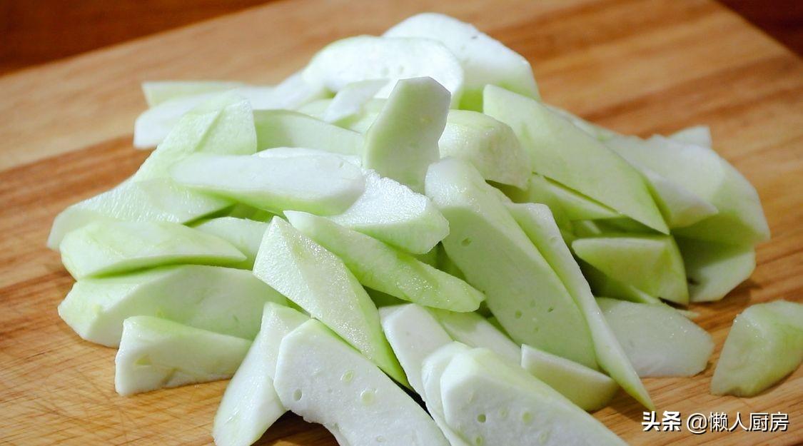 這是快手家常菜絲瓜炒肉片,豬肉這樣上漿,吃著嫩滑