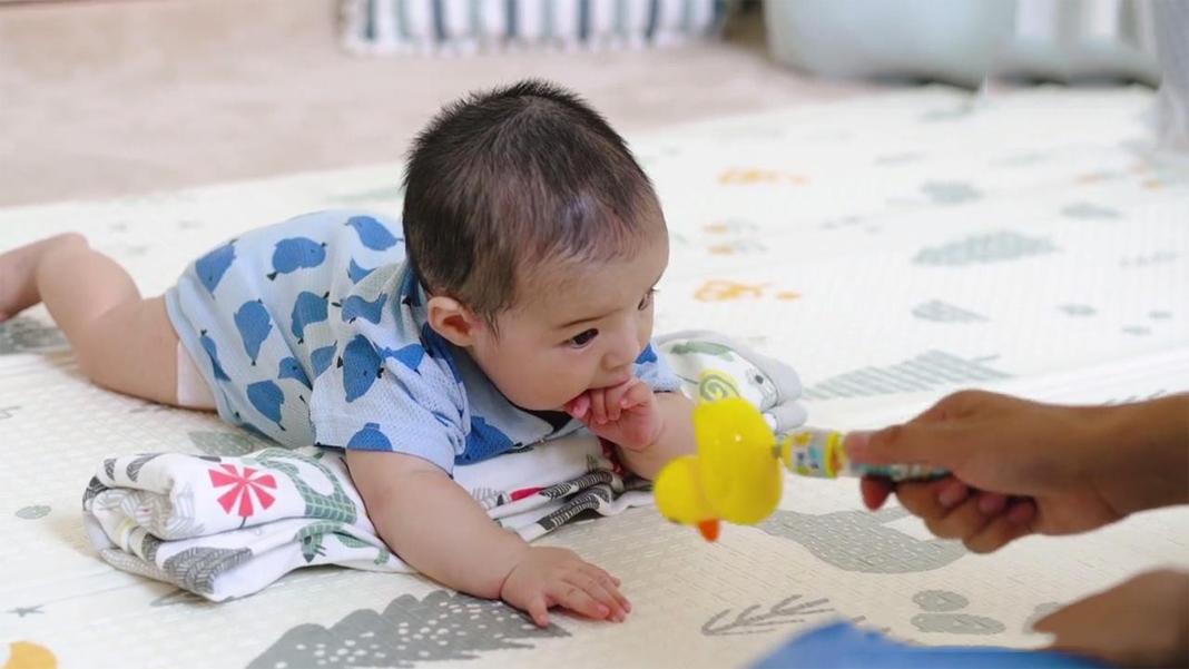 3个月是宝宝发育的里程碑,发育标准、具备能力、早教方法,收藏