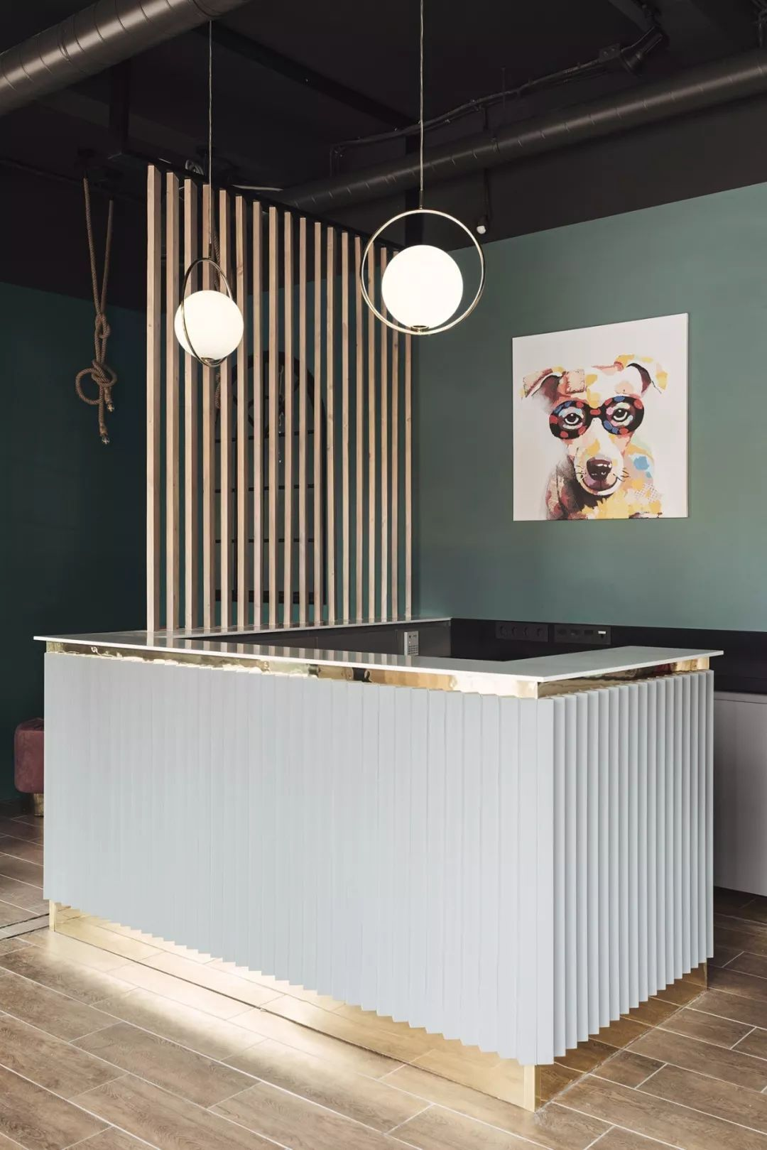 美发沙龙店设计 以浓厚艺术气息与时髦的格调,打破传统商业空间