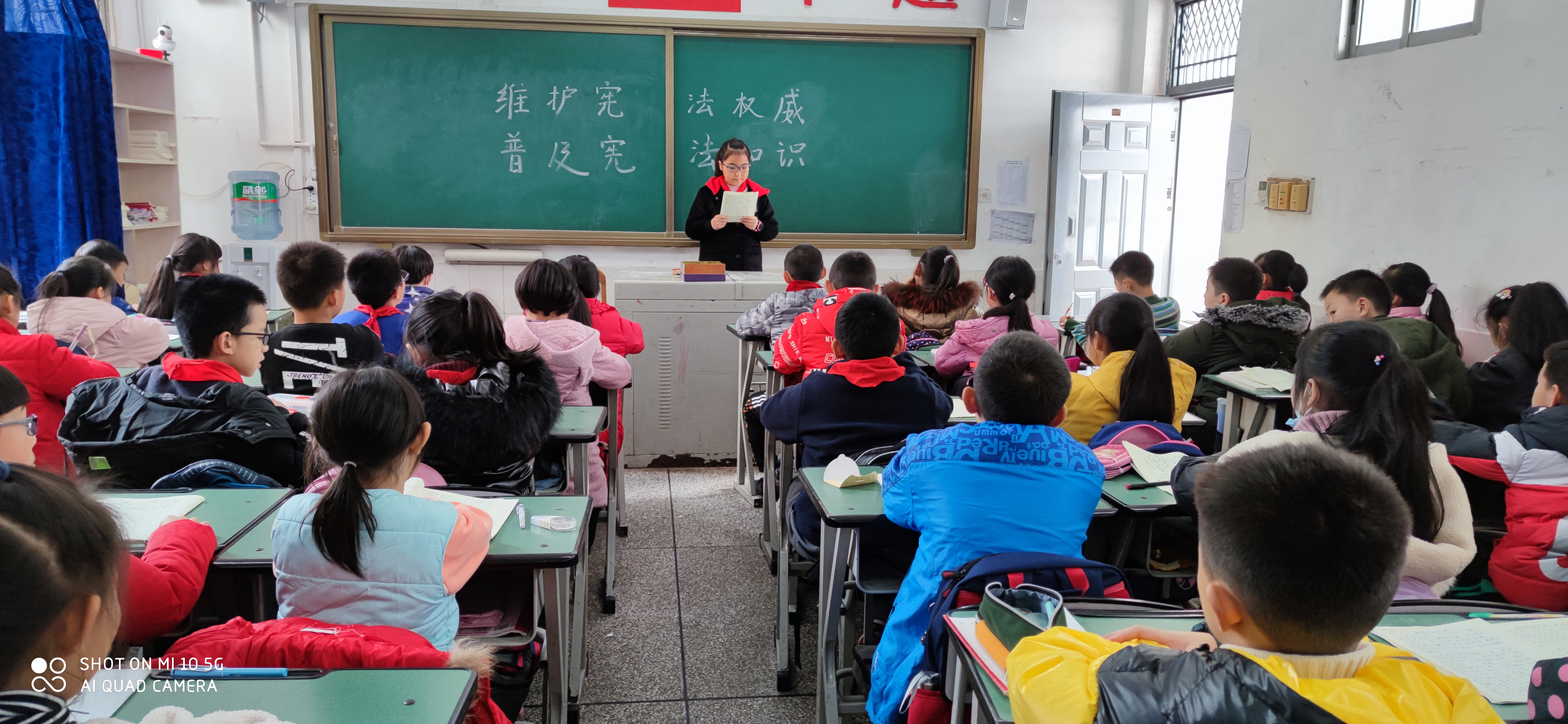 """德阳市岷江东路逸夫学校开展""""宪法宣传周""""活动"""