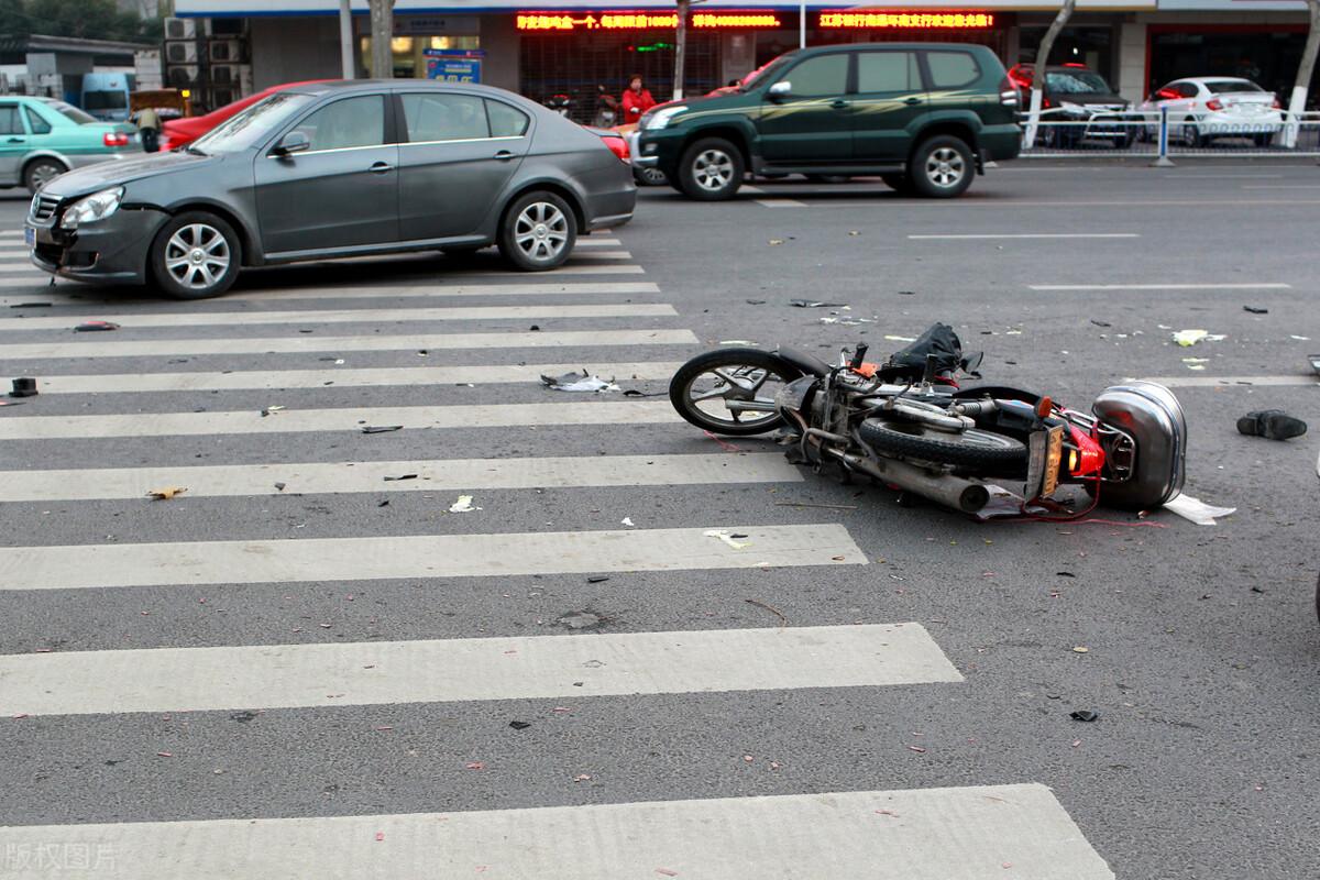 发生交通事故没划分责任,交警出了事故证明,民事赔偿如何解决?