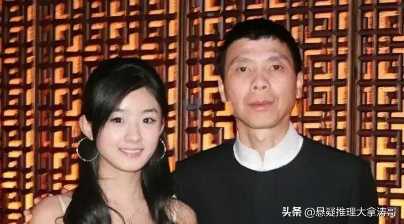 冯小刚提携的两个农村娃,从草根到顶流一路逆袭,却难逃离婚宿命