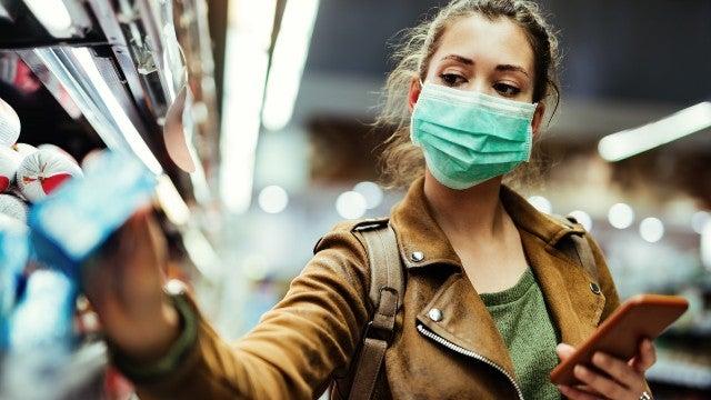 十分之一的美国人,打上疫苗了!拜登的警告,却遭到许多老美无视