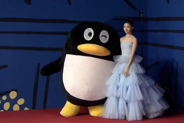 腾讯娱乐盛典:金晨李沁性感,任敏廉价又显胖,杨幂得年度之星