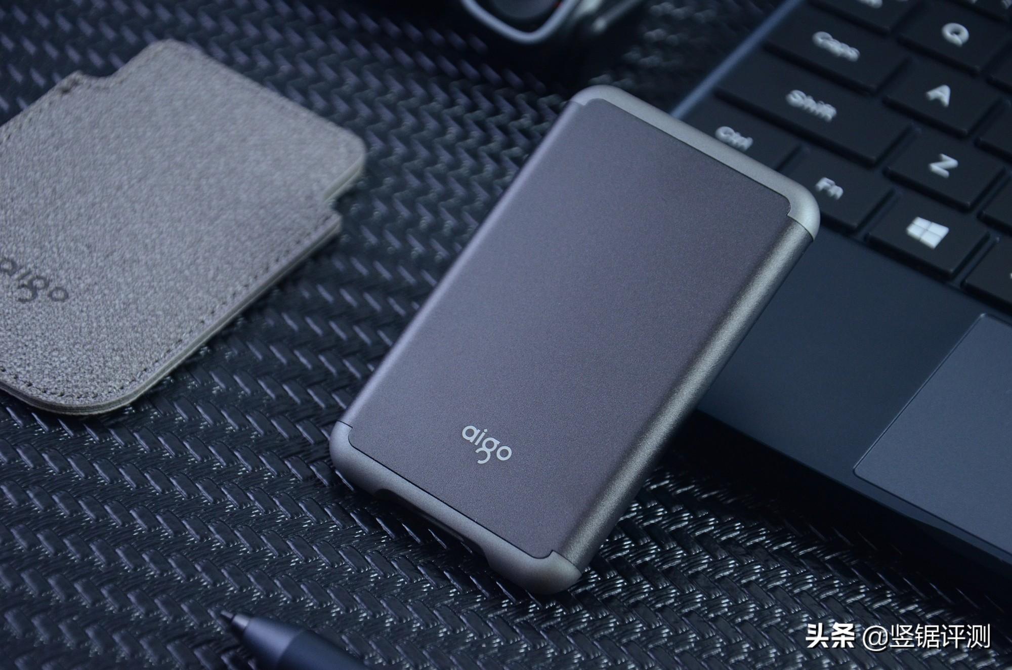 仅重35克,每秒500MB写速!爱国者aigo S7 Pro移动固态硬盘开箱体验