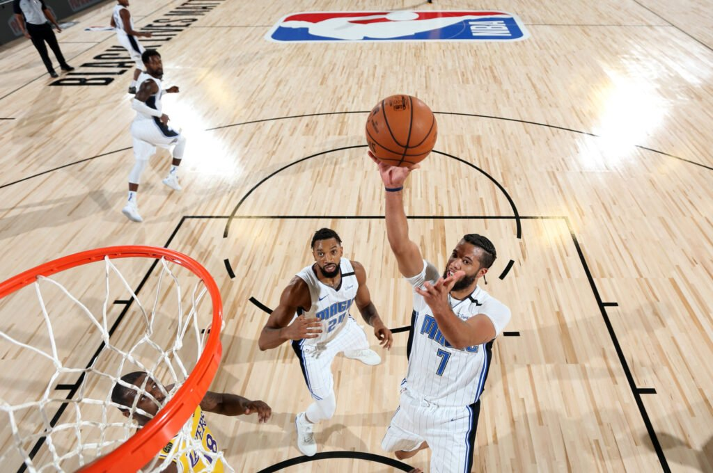 火箭舊將考慮退役!籃球天才不打NBA了,要去當格鬥裁判?