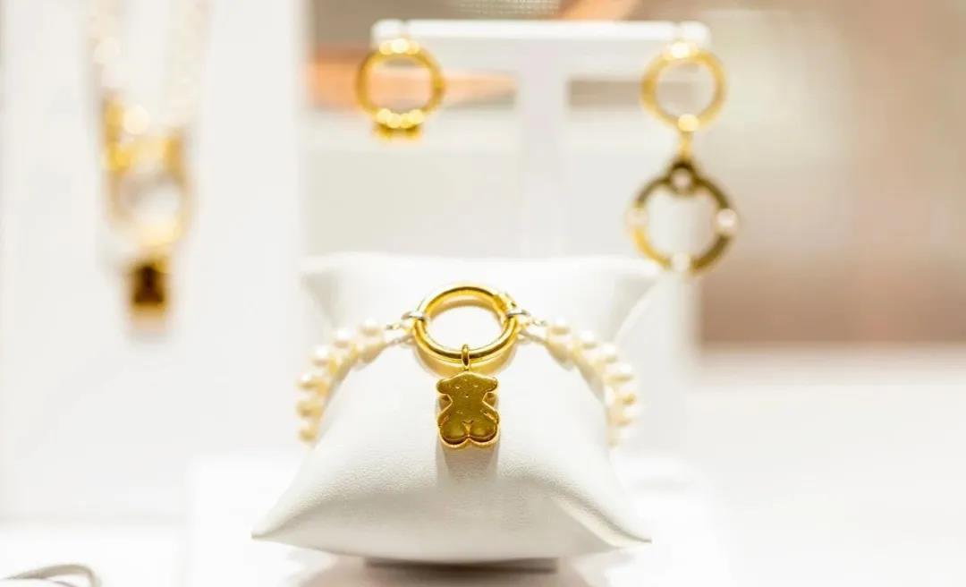 直播间狂卖1.5亿,谁在撑起千亿珠宝市场?
