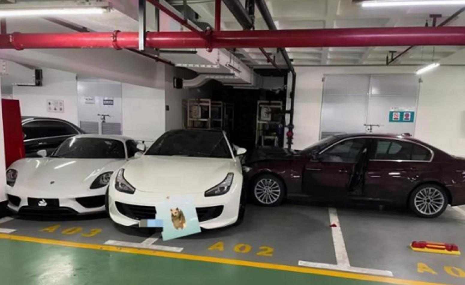 上海一宝马女司机怒撞百万法拉利,一旁千万保时捷918受损,两车价值近2000万