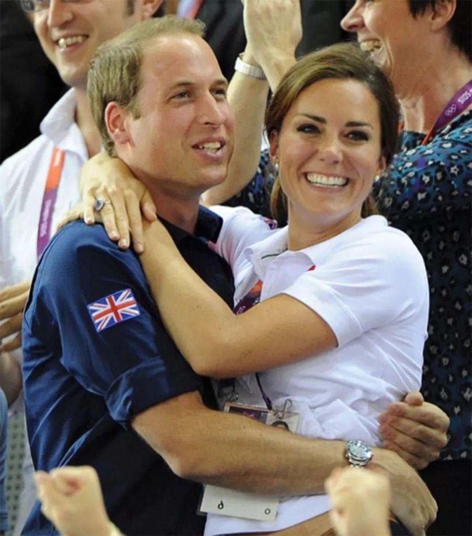 感人!凯特王妃在婚礼上深情落泪,只因哈里王子的一句:十年感情