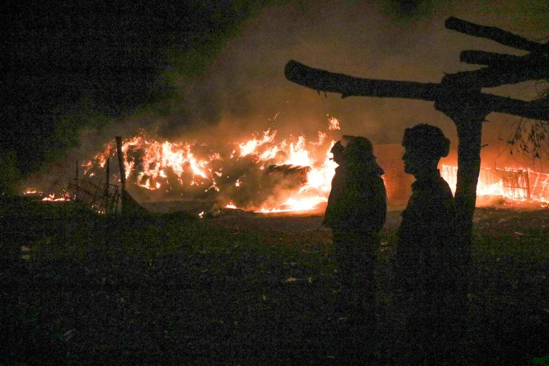 除夕夜,武警<a href=http://www.cngansu.cn/ target=_blank class=infotextkey>甘肃</a>总队官兵成功处置两起火灾