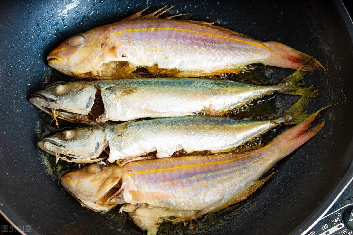 无论煎什么鱼,不要直接倒油煎,多加一步,鱼皮不掉更香酥 美食做法 第5张