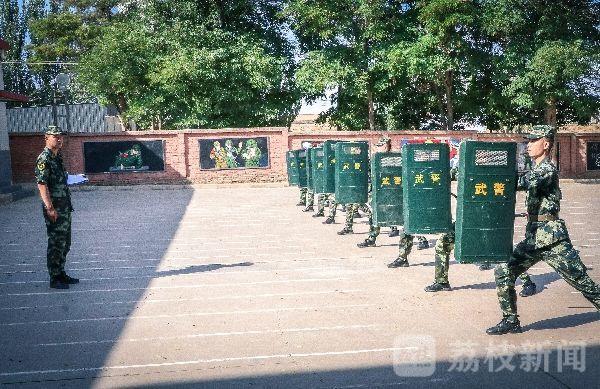 武警<a href=http://www.cngansu.cn/ target=_blank class=infotextkey>甘肃</a>白银支队:从校门到营门看看一道杠如何与一颗星精准对接