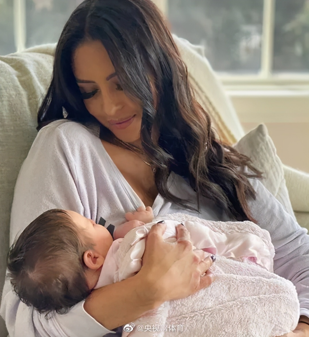 瓦妮莎成加索尔女儿教母