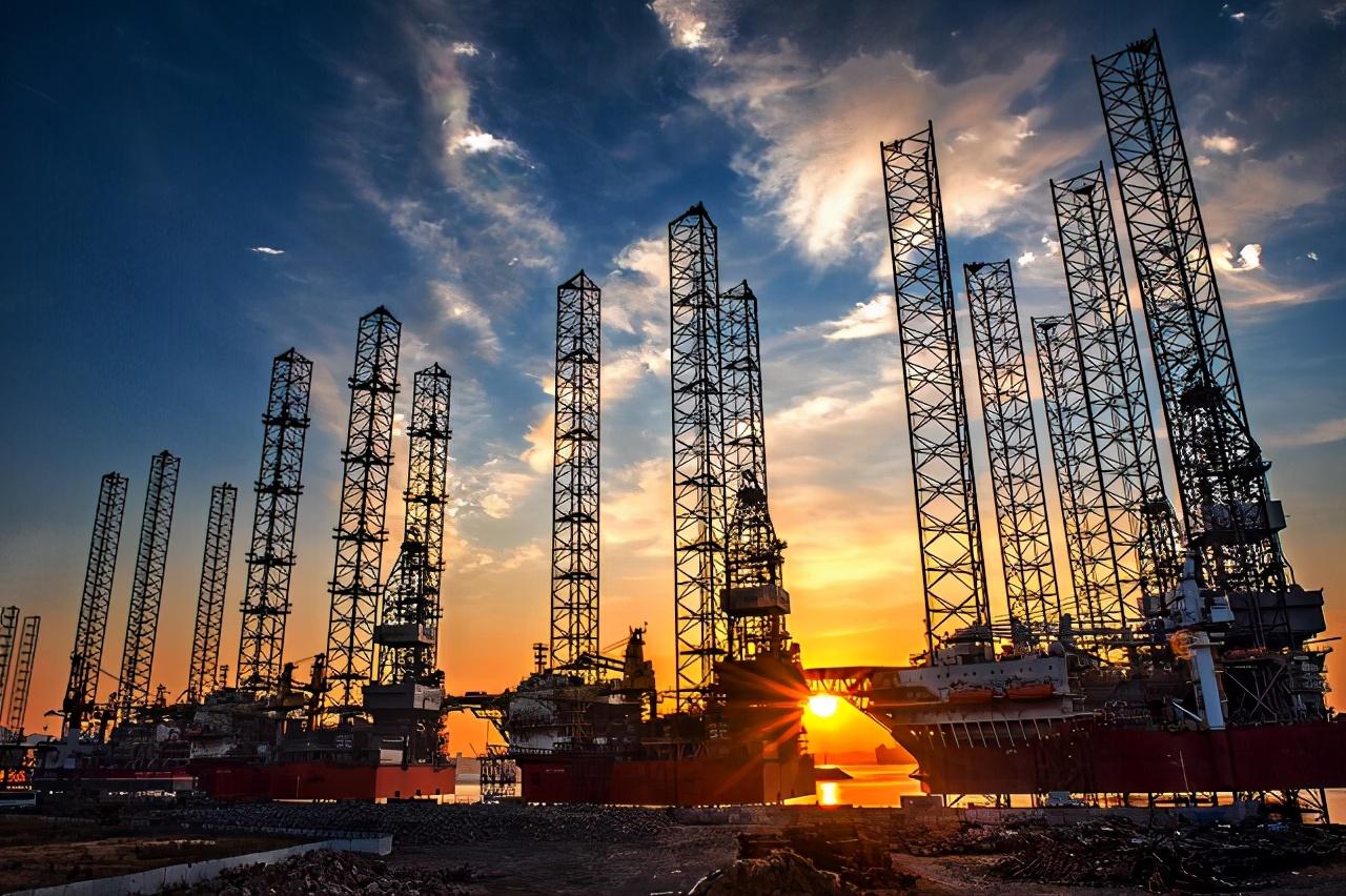 伊朗石油遭美國制裁,再便宜也無人敢買,中國不畏強權伸出援手
