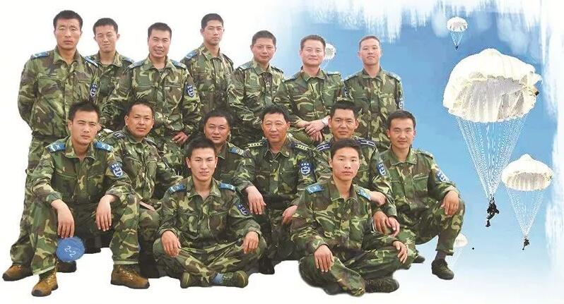 """12年前汶川15勇士上演绝地营救,今天他们再聚首,誓言""""若有战 召即回"""""""