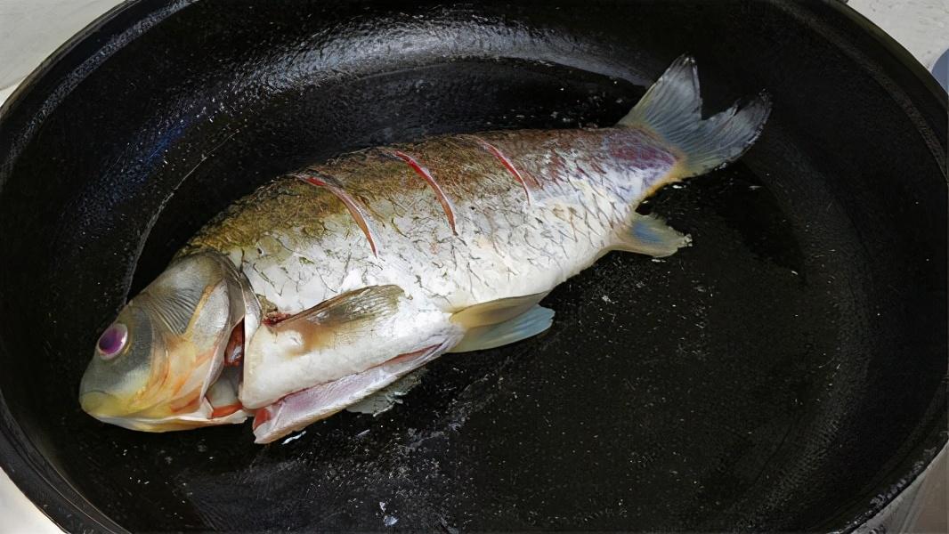 煎出的鱼不破皮不粘锅?很多人都不知道,1个诀窍,让你煎出好鱼 美食做法 第5张