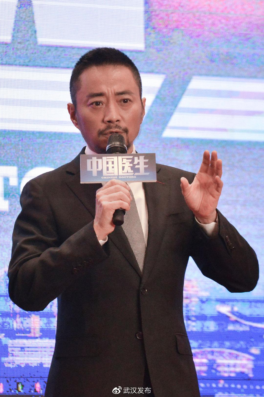 """《中国医生》剧组春分时节重回武汉""""赴樱花之约"""""""