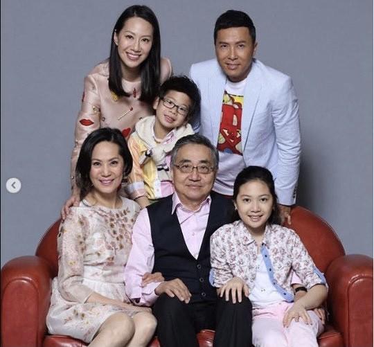 """大女兒嫁影星甄子丹,小女兒嫁百億富二代,這位父親""""教子有方"""""""