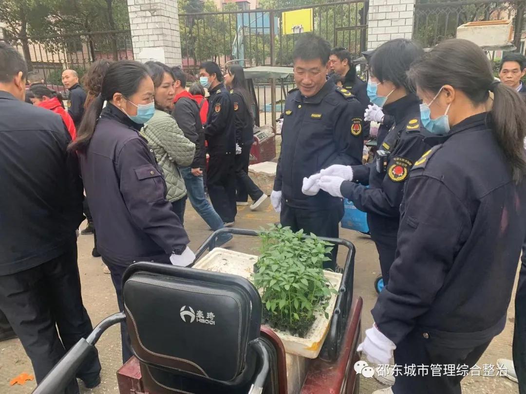 邵东强力整治雷祖路马路市场