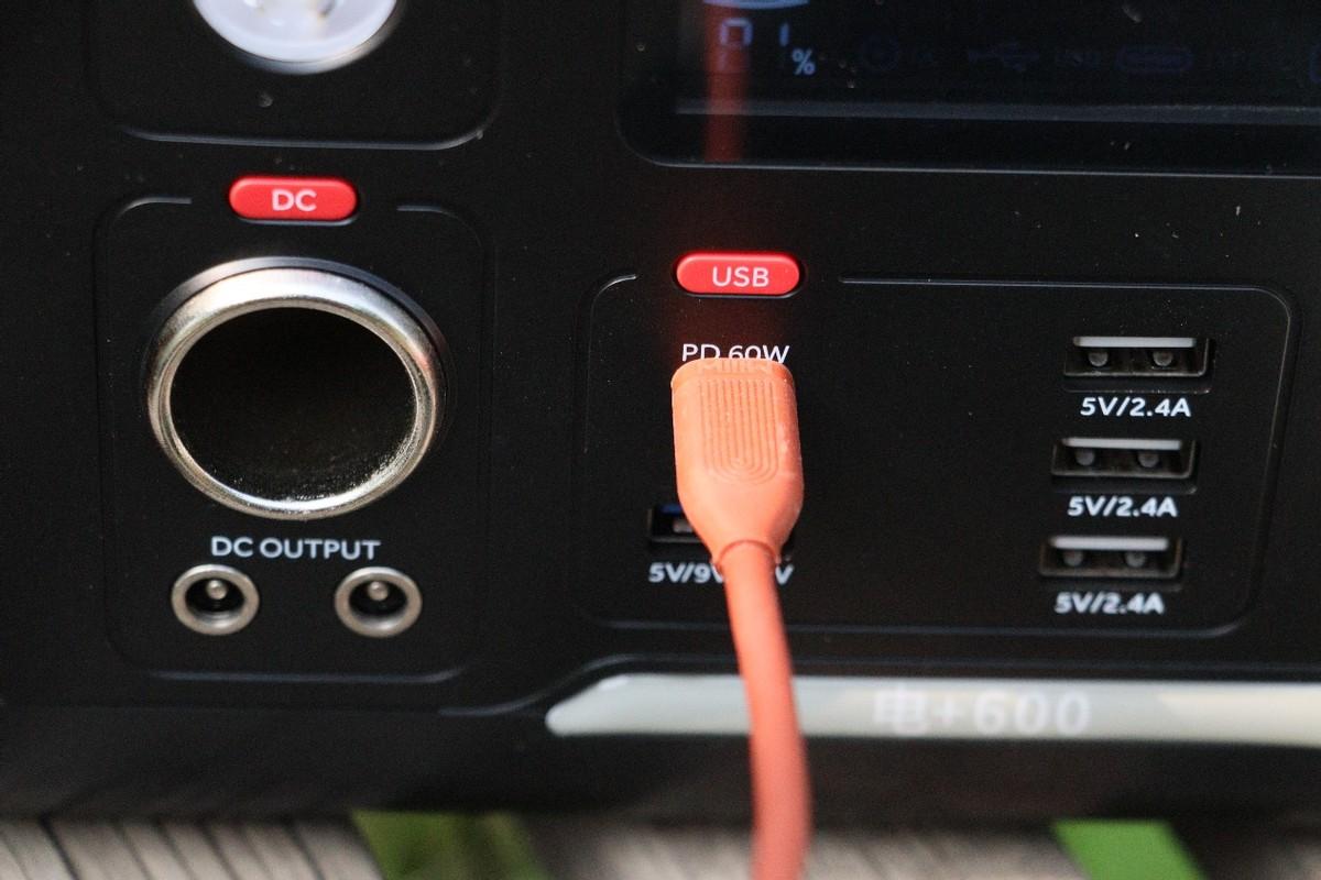 外出带上它-随时随地都能充-卡旺达户外电源