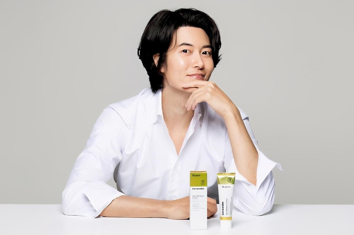 实绩奖杯在手,韩国实力男演员为家庭减少工作,时隔两年复归
